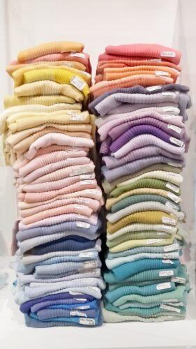 Pile de t-shirts teints